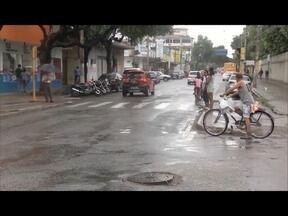 Semáforos com defeito prejudicam o trânsito em Governador Valadares - Em diversos pontos da cidade é possível encontrar sinais somente no amarelo e até mesmo desligados