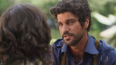 Inácio pede para acompanhar Lucinda ao porto - Ela pede que não vá pois vai acompanhar a amiga que perdeu o marido