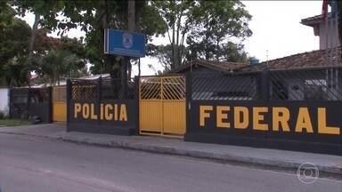 Prefeitos de três cidades vizinhas da Bahia são alvos de operação da PF - Os prefeitos são políticos da mesma família. A Polícia Federal suspeita que eles fraudaram 33 licitações.