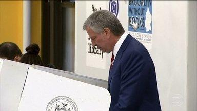 Atual prefeito de Nova York tem reeleição garantida na votação, segundo pesquisas - Bill de Blasio disputa a reeleição pela prefeitura de Nova York. O correspondente Jorge Pontual traz os últimos resultados.