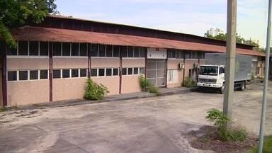 Fechamento de centro prejudica produtores de artesanato em Manaus - Artesãos reclamam do fechamento do Branco e Silva.