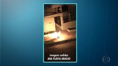 Botijão de gás em chamas assusta moradores do bairro Buritis, em Belo Horizonte - A moradora Ana Flávia Araújo gravou as imagens e enviou para o Whatsapp da Globo Minas.