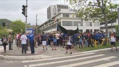 Servidores federais fazem protesto em SC contra medida provisória - Servidores federais fazem protesto em SC contra medida provisória