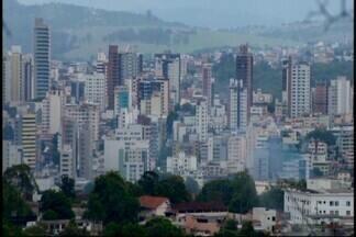 Prefeitura de Divinópolis fala sobre proposta de revisão do IPTU - Desde junho, o Executivo fez um levantamento dos valores dos IPTUs da cidade e descobriu cobranças abaixo do mercado. Projeto de lei segue para comissões legislativas para ser avaliado.