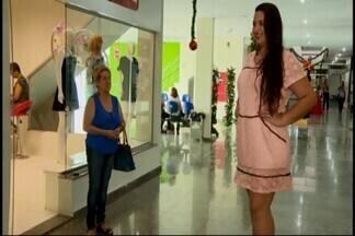 Lojistas em Divinópolis apresentam nova coleção - As novidades para a nova estação foram apresentadas em um shopping da cidade. Vestidos longos, rendas e muitas cores fazem parte da tendência.