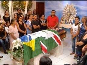 Funcionária vítima de ataque em creche que morreu em BH é enterrada em Janaúba - Geni Oliveira Lopes Martins, de 63 anos, era auxiliar de professora na Creche Gente Inocente.