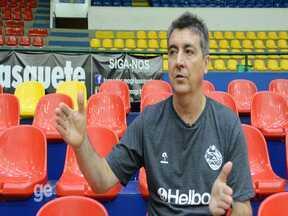 Guerrinha diz que processos de ex-jogadores atrapalham formação do elenco do Mogi - Casos como o do pivô Paulão geram um custo alto para o clube, segundo o técnico