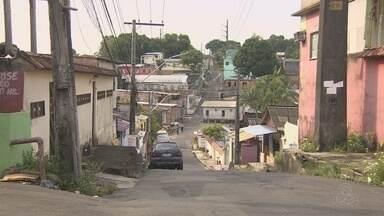 Suspeito morre após troca de tiros entre assaltantes de ônibus e PMs - Polícia surpreendeu os criminosos no momento que iam abordar novas vítimas no bairro Santo Agostinho.