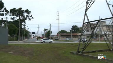 Começam a ser retiradas nesta quinta (09) as torres de energia da Av. Comendador Franco - A avenida ficou conhecida como Avenida das Torres.