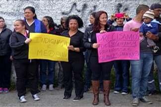 Professores do Miguel Badra Baixo protestam contra a violência no bairro - No caso mais recente, uma professora foi assaltada no estacionamento da escola. Alunos não tiveram aula hoje.