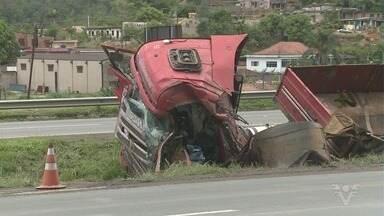 Acidente congestionam a Régis Bittencourt - Em um dos acidentes, o motorista morreu.