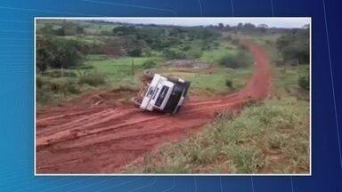 Motoristas reclamam de rodovia que liga Apuí a Novo Aripuanã, no AM - Falta de manutenção na via tem causado acidentes.