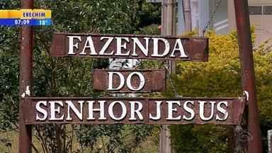 Ex-padre condenado pela Justiça há nove anos por pedofilia é preso em Santa Maria - Vitor Hugo Gerhard, de 67 anos, foi abordado em casa e levado ao Presídio Regional da cidade.