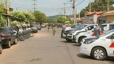 Suspeito de porte ilegal de arma é preso na favela das Mangueiras em Ribeirão Preto - Jovem confessou à Polícia Militar que fazia segurança para o tráfico de drogas.
