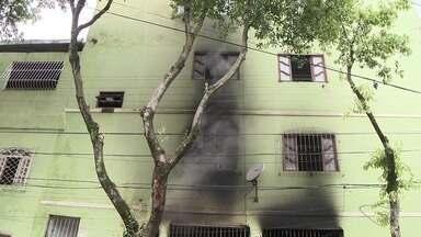 Dono de bar sofre queimaduras após mangueira de gás explodir, em Vitória - Dono do bar inalou muita fumaça, mas segundo amigos, ele passa bem e continua internado no centro de queimados no hospital Jayme Santos Neves.