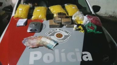 Casal é detido com drogas pela Polícia Militar em Santa Gertrudes - PM recebeu denúncia de que o casal estaria traficando drogas.
