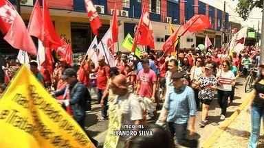 Sindicalistas protestam contra reforma trabalhista - Confira mais notícias em G1.Globo.com/CE