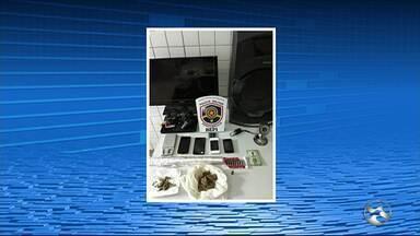 Homem de 27 anos é preso suspeito de tráfico de drogas em Caruaru - Suspeito tentou fugir pelo telhado de uma casa.
