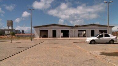 Justiça estabelece prazo para que Centro Pesqueiro do Jaraguá seja entregue - Obra que está em andamento há mais de dois anos, depois da desocupação, deve terminar até o final do ano.