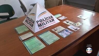 Homem é preso suspeito de comprar carro com documentos falsos em BH - Ele foi detido após voltar em loja para reclamar de defeito no carro.