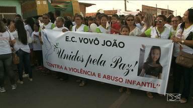 Parentes e amigos da menina Alanna Ludmila fizeram uma caminhada pedindo justiça e paz - Parentes e amigos da menina Alanna Ludmila, assassinada na semana passada, fizeram uma caminhada pedindo justiça e paz.