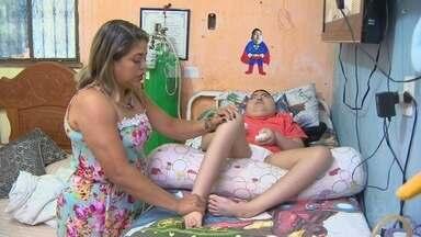 Mãe denuncia suspensão do Programa 'Melhor em Casa', no AM - Programa prevê atendimento médico na casa de pessoas que não têm condições de ir até unidade de saúde.