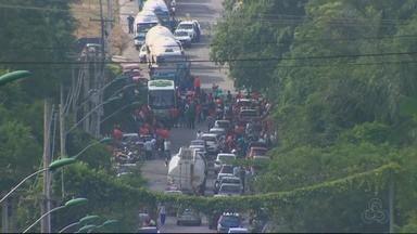 Trabalhadores protestam contra Reforma Trabalhista no Centro de Manaus - Manifestação ocorreu nesta sexta-feira (10).
