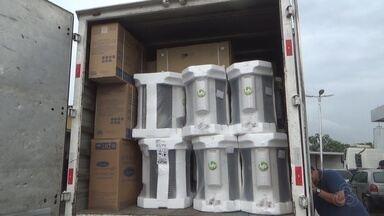 Dupla é presa suspeita de roubar carga de condicionadores de ar, em Manaus - Carga estava avaliada em R$ 1 milhão, segundo a polícia.