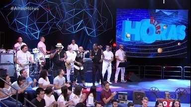 Axé 90 graus anima Caetano Veloso com ''Beija-Flor'' - Grupo agita a galera no Altas Horas