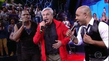 Axé 90 graus canta com Caetano Veloso - Eles encerram o programa com chave de ouro cantando '' A luz de Tieta''