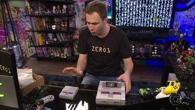 Tiago mostra a versão comemorativa do Super Nintendo - Ele aproveita para jogar os clássicos do game