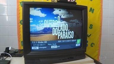 Centro de educação em tempo integral, na Grande BH, ganha kits da TV Digital - O sinal analógico começou a ser desligado em Belo Horizonte e mais 38 cidades mineiras no dia 8 de novembro.