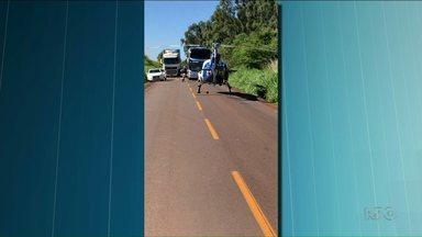 Duas pessoas morreram em acidente na PR-180 - A motorista de uma dos carros era de Goioerê. A passageira de uma carros ficou gravemente ferida.