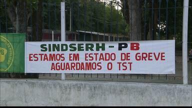Funcionários do Hospital Universitário de João Pessoa estão em greve - Quem tentou trabalhar não conseguiu porque não tem material para realizar o atendimento.