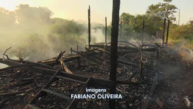 Incêndio destrói duas casas no bairro Alvorada, em Macapá - O incêndio aconteceu no ramal da ilha Mirim. O fogo só não alastrou para as outras casas, porque o corpo de bombeiros foi acionado a tempo, e conseguiu conter as chamas.