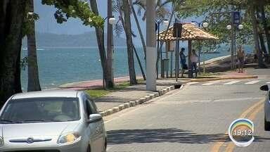 Vereadora propõe rodízio de veículos em Ilhabela - Proposta divide opiniões.