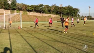Vitória e Bahia se preparam para jogar na quinta-feira (16), pelo Campeonato Brasileiro - O rubro-negro enfrenta a Chapecoense fora de casa e o Bahia recebe o Santos na Arena Fonte Nova.