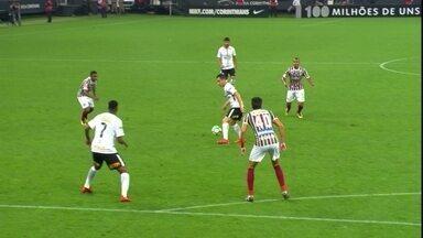 Melhores momentos: Corinthians 3 x 1 Fluminense pela 35ª rodada do Brasileirão - Henrique marca para tricolor, e Timão vira com Jô (duas vezes) e Jadson para se sagrar heptacampeão brasileiro.