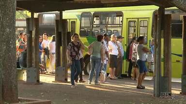 Micro-ônibus paralisados são substituídos por veículos convencionais em Foz - Seis micro-ônibus estão parados desde sexta-feira passada.