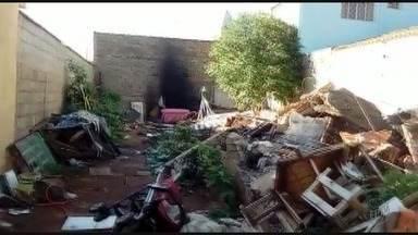 'Até Quando?' mostra falta de limpeza em terreno em Jardinópolis, SP - Segundo morador do bairro Santa Júlia, lote virou ponto de descarte irregular de lixo.