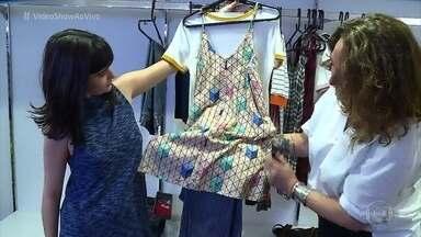 Valentina Herszage mostra os looks moderninhos de Bebeth - Figurinista mostra que Bebeth mistura vestido e calça comprida