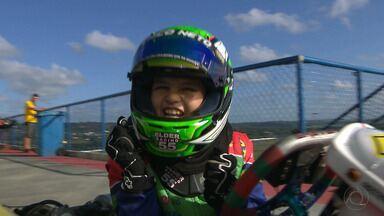 Com apenas 8 anos, Chico Neto é a revelação do automobilismo paraibano em 2017 - Piloto faz a primeira temporada completa no kart e comemora os bons resultados na pista