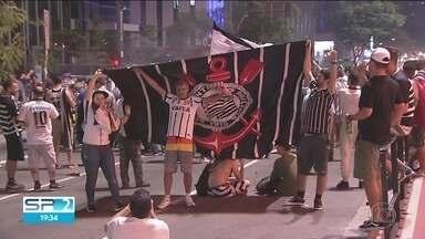 Corintianos exibem orgulho pela camisa após conquista do heptacampeonato do clube - Corintianos exibem orgulho pela camisa após conquista do heptacampeonato do clube.