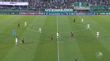 Bahia e Vitória jogam nesta quinta-feira (16) - Vitória enfrenta o Chapecoense, enquanto o Bahia pega o Santos.