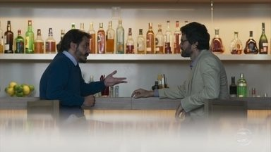 Samuel se aconselha com Inácio - Psiquiatra passa a lua de mel com Suzy no Rio de Janeiro