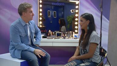 Amanda Oliveira descobre que está participando do 'Caldeirão' - Huck faz surpresa e emociona participante
