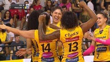 Fora de casa, Praia Clube vence mais uma na Superliga Feminina - Fora de casa, Praia Clube vence mais uma na Superliga Feminina