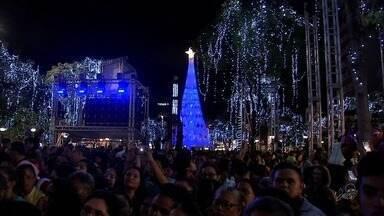Natal de Luz emociona o público na Praça do Ferreira, em Fortaleza - Evento contou com show do cantor Jorge Vercillo.