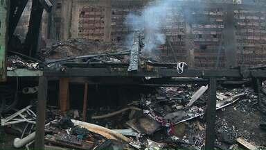 Polícia abre inquérito para apurar causas de incêndio que atingiu 14 casas em Curitiba - 50 moradores ficaram desabrigados.