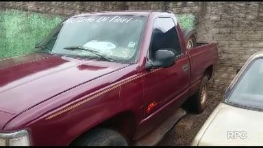 Caminhonete roubada é recuperada - Por pouco o motorista não provoca um acidente.